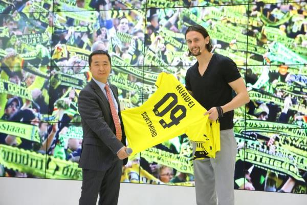 Huawei shows smart stadium solution for Singal Iduna Park